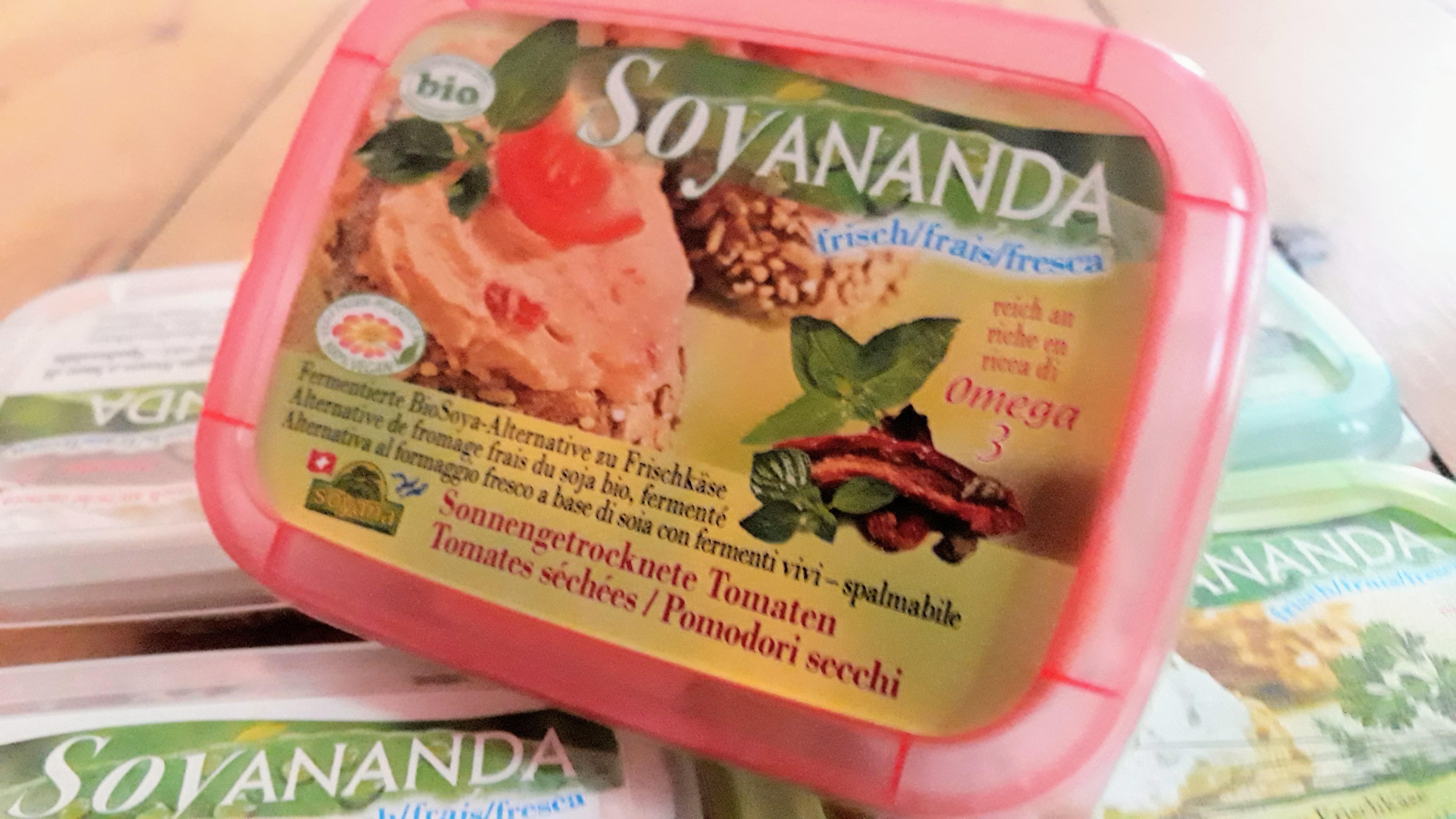 Vegane BioAlternative zu Frischkäse mit getrockneten Tomaten